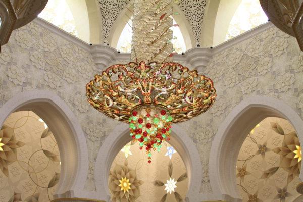 detalhes do interior da mesquita de abu dhabi