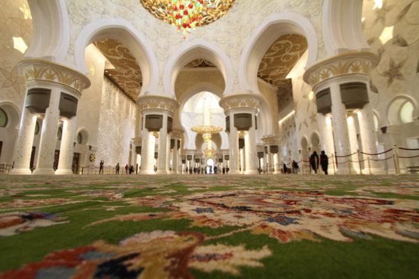 Interior da Mesquita de Abu Dhabi
