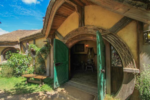 Entrada para o Green Dragon Tavern em Hobbiton