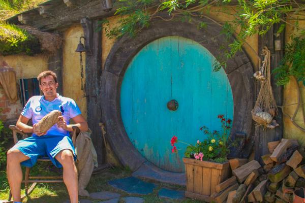 Oscar Risch em Hobbiton na Nova Zelandia